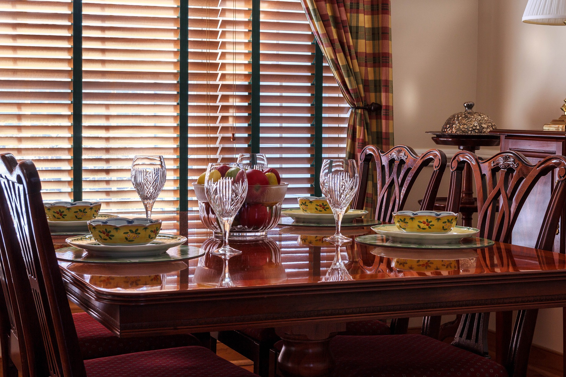 Five Table Styles To Consider When Buying A Dining Set